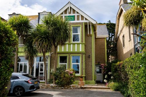 Avalon Guest House, Porth, Cornwall