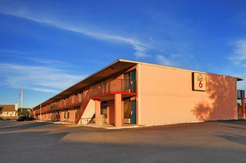 Super 6 Inn & Suites Pensacola - Pensacola, FL 32504