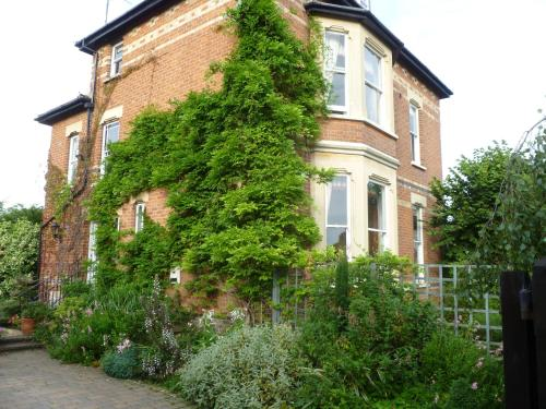 Laurel House Bed And Breakfast, Cheltenham