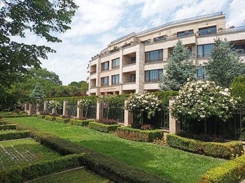 Sea Garden Lux Apartment