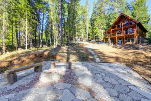 Griffin's Lair - Spacious & Modern Lakefront Cabin home - Nevada City
