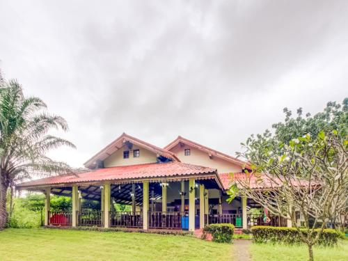 . CAPITAL O 1142 Laemkum Beach Resort