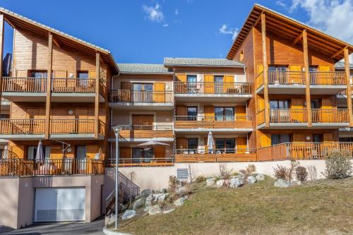 . Apartment with 2 bedrooms in Guillestre with wonderful mountain view furnished garden and WiFi 17 km from the slopes