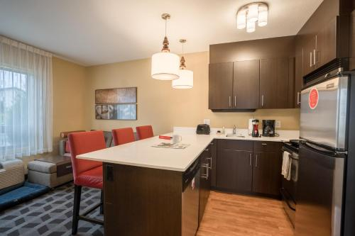 TownePlace Suites by Marriott Red Deer - Red Deer, AB T4P 3T5