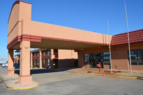 Maverick Inn - Chickasha, OK 73018