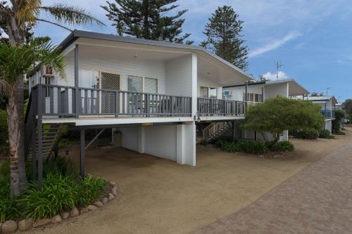 Beach View Holiday Unit (elevated)