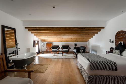 Suite Sant Pere del Bosc Hotel & Spa 1