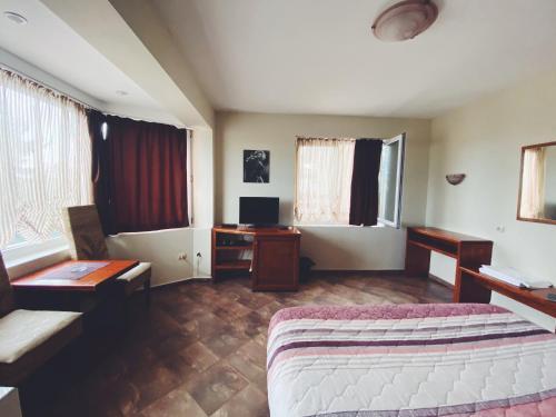 Hotel Fancy - Photo 8 of 17