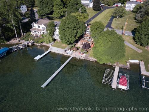 . Lovely Lakeside Lodge