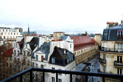 11 Rue des écoles, Paris, 75005, France.