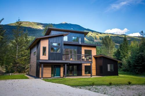 Arrows Edge Lodge - Accommodation - Revelstoke