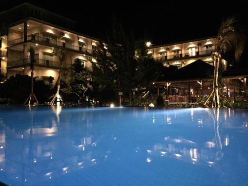 . Padadita Beach Hotel
