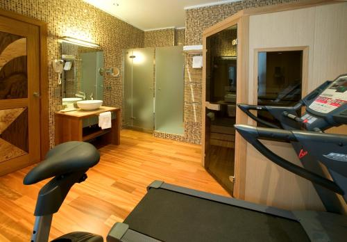 Hotel Mirador de Dalt Vila стая снимки