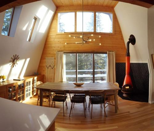 Mid Century Glam Chalet in the Woods with Hot Tub - Breckenridge