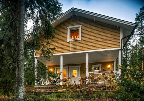 Juhlamenot Cottages