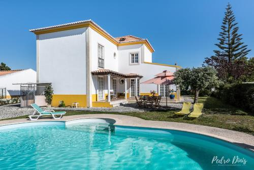. House with 4 bedrooms in Azeitao with private pool furnished garden and WiFi 17 km from the beach