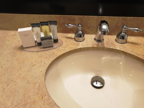 Riverland Inn & Suites - image 4