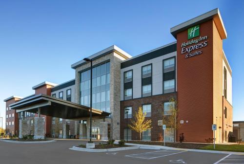 . Holiday Inn Express & Suites - Milwaukee - Brookfield, an IHG Hotel