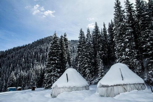 Jeti Oguz Winter YurtCamp