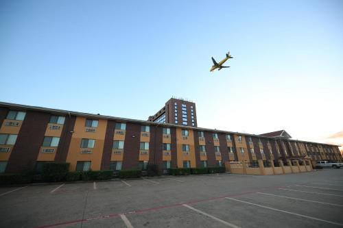 Quality Inn and Suites Dallas Fort Worth Airport North - Coppell, Texas