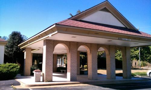 . Days Inn & Conf Center by Wyndham Southern Pines Pinehurst