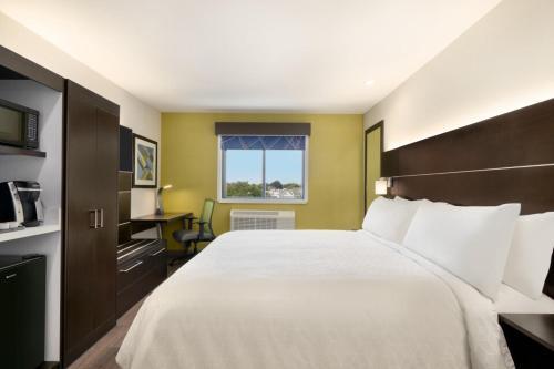 Holiday Inn Express - Jamaica - JFK AirTrain - NYC, an IHG Hotel - image 3