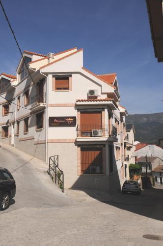 . Edificio Reyes
