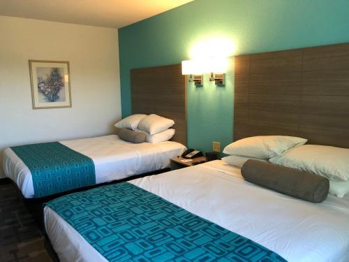 Howard Johnson by Wyndham Elk Grove Village Hotel & Suites - Elk Grove Village, IL IL 60007