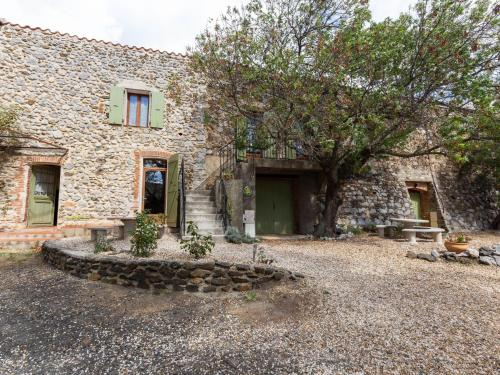 Charming Holiday Home in Tautavel with Balcony - Location saisonnière - Tautavel