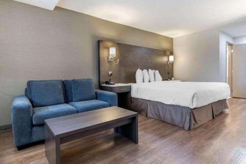 Econo Lodge South Calgary - Calgary, AB T2H 0L8