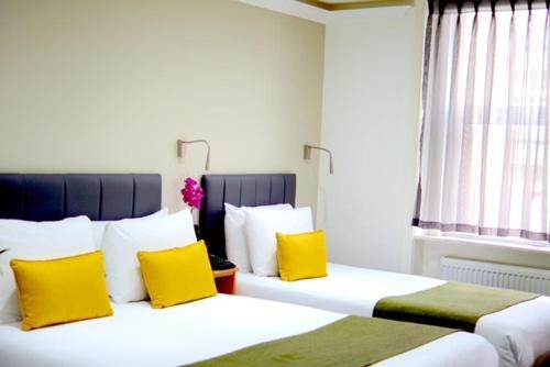 . Queens Park Hotel
