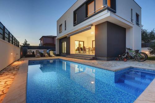 Villa Sunce - Accommodation - Pula