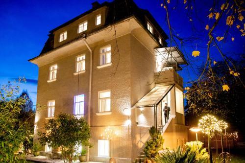 Suns, Villa Wellhouse city, Detached Villa, 1000 qm garden, mountainview, BBQ&bikes&sunbeds for free - Accommodation - Salzburg