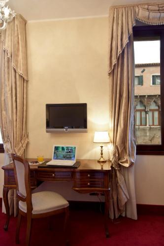 Hotel Al Ponte Dei Sospiri - image 4