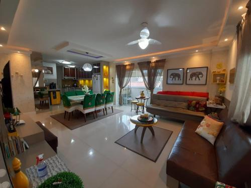 Lindo apartamento 3 dorm a 100m da praia de Perequê