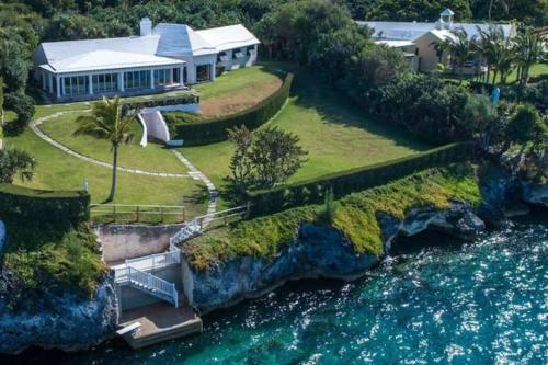 Sound Winds private oceanfront estate with private tennis court & swim dock Property overview