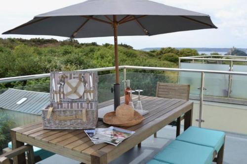 Beachcomber- Luxury Home With Hot Tub In Marazion, Perranuthnoe, Cornwall