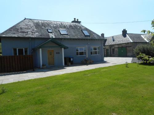 . Chauffeur's Cottage with Hot Tub, Glenshee