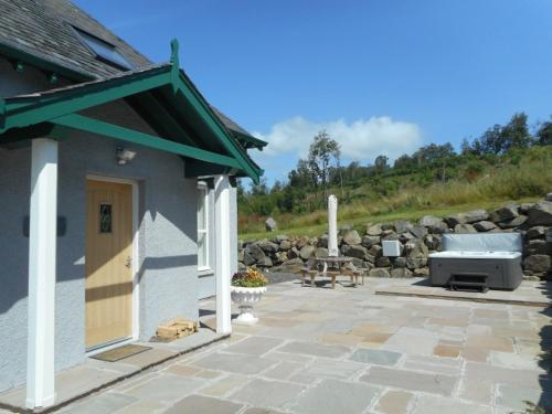 . Rose Cottage with Hot Tub near Glenshee, Perthshire