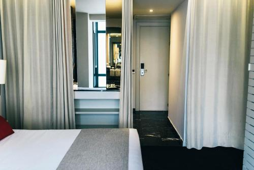 Superior Double Room with Guggenheim Package - single occupancy Hotel Miró 6