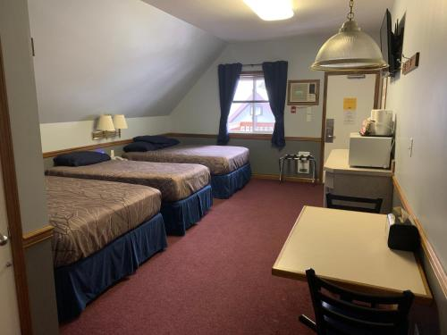 Family Suite with Two Doubles and Twin Bed