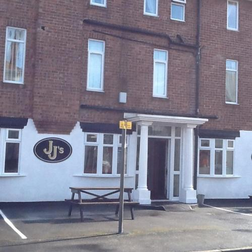 JJs Hotel & Bar