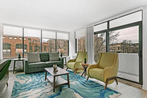 Bright Bold and Bespoke 1-Bedroom Abode in Oak Park - Apartment