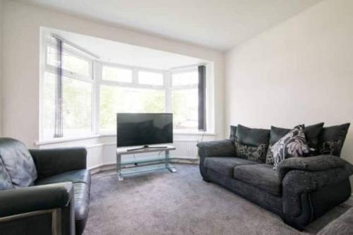 4 Bedroom House Next To City Centre