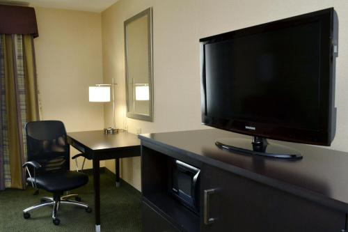 Holiday Inn Express Hotel & Suites Center Township - Monaca, PA 15061