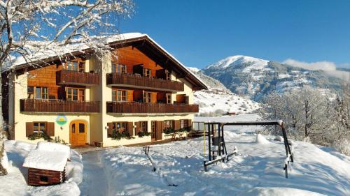 Familien und Wanderhotel Clarezia - Hotel - Waltensburg