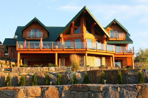 A Okanagan Lakeview Inn (Bed and Breakfast)