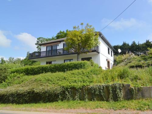 . Cozy Apartment with Private Garden near Forest in Hontheim