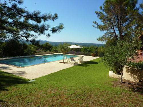 Single storey villa with large pool & unique view within walking distance of baker - Location, gîte - Saint-Siffret