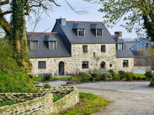 . Historic Holiday Home on Working Farm in Le Moustoir